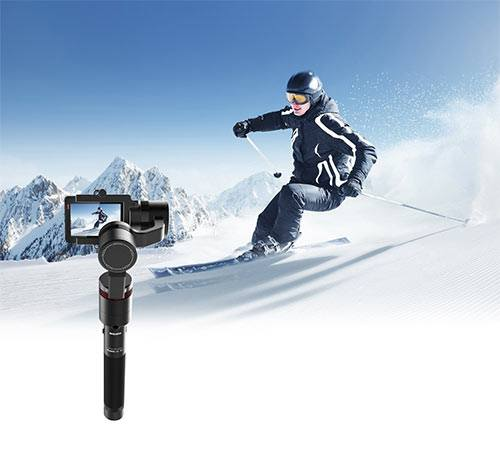 Woman skiing while beeing filmed by a gudzen moza mini-g stabilizer