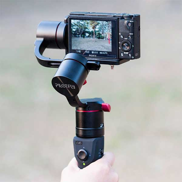 Sony rx100 mounted on a pilotfly c45 stabilizer